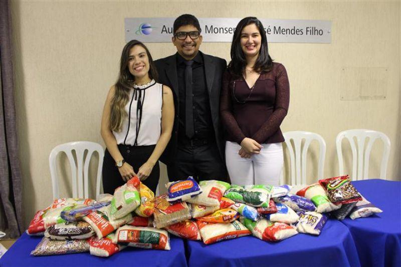 87 kg de alimentos não perecíveis foram arrecadados com o Mini-Curso