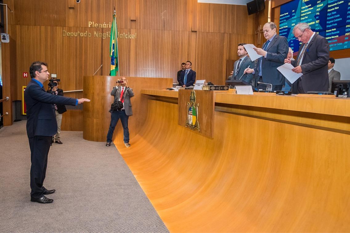 Sérgio Vieira é empossado no cargo de deputado estadual na AL-MA