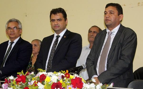 Dep. Sérgio Vieira  ao lado dos vereadores Ceará (presidente da Câmara) e José Cardoso (vice-presidente).
