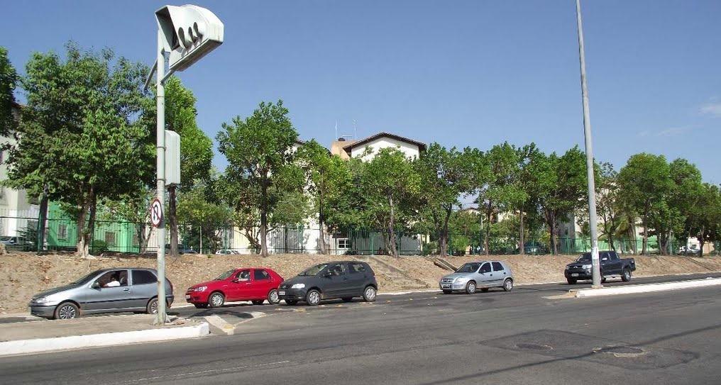 Avenida Jerônimo de Albuquerque, via de acesso ao bairro Angelim, em São Luís.