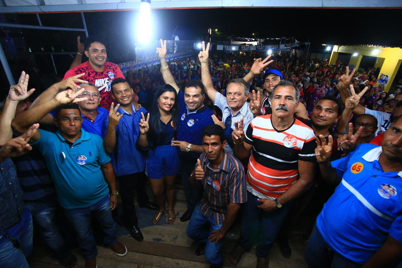 Ato político em Cachoeira Grande reuniu um multidão.